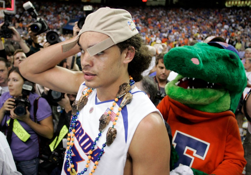 Florida's Joakim Noah celebrates a 84-75 victory over Ohio S